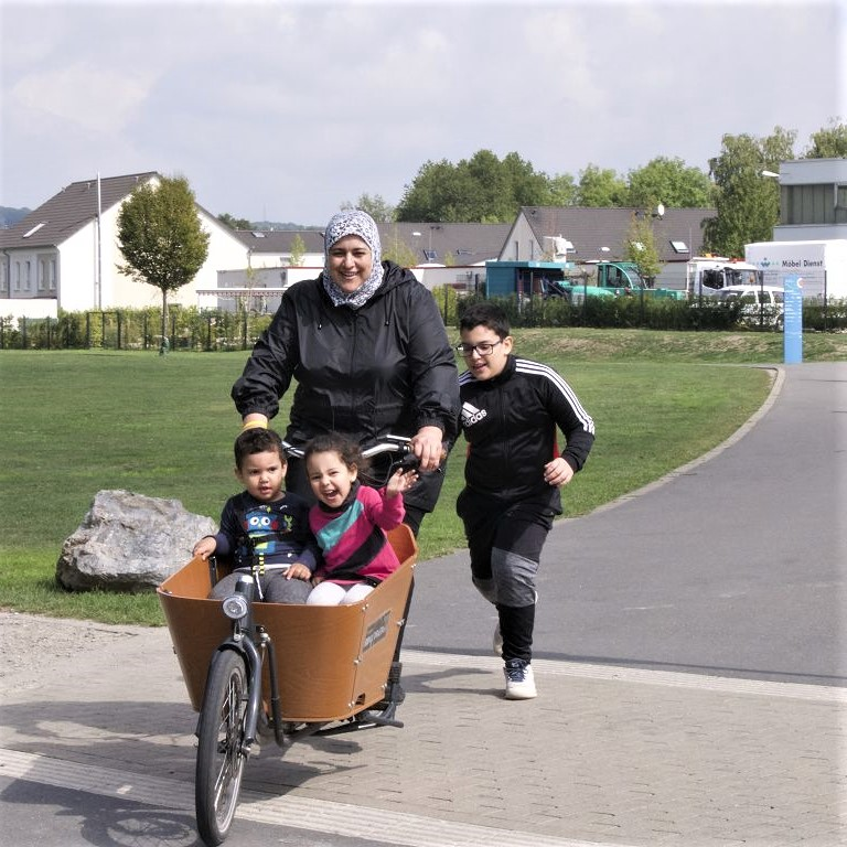 Lastenrad mit Familie